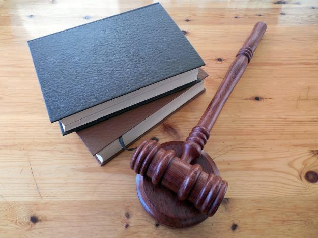 source: http://pixabay.com/en/hammer-books-law-court-lawyer-620011/