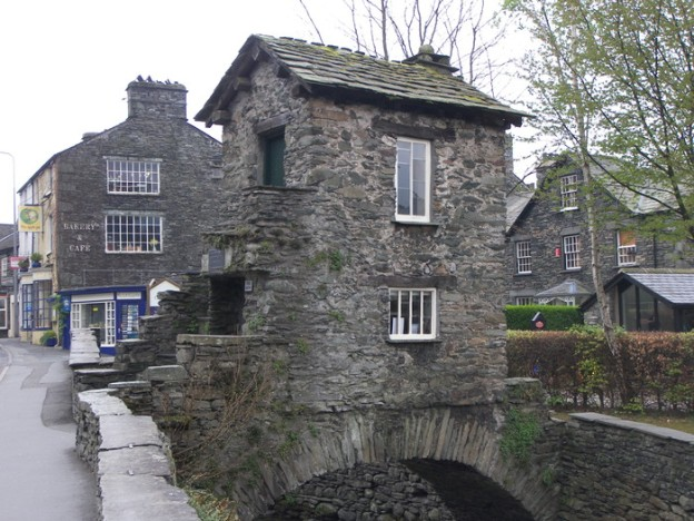 source: http://www.troutbeckcottage.co.uk/Ambleside.jpg